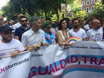 """Carmen Montón promete """"un nuevo tiempo de ampliación, consolidación y recuperación de derechos"""" del colectivo LGTBI"""