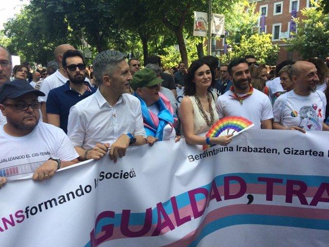 Carmen Montón y Fernando Grande-Marlaska en el Orgullo Gay