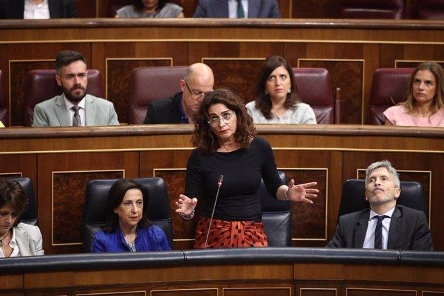 María Jesús Montero en la sesión de control al Gobierno en el Congreso