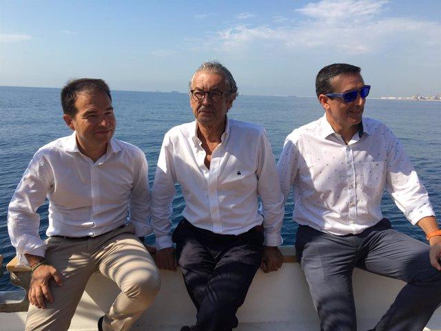 Carlos Sanlorenzo, Luis Conde y Jordi Freixas, en el pailebote Sante Eulalia