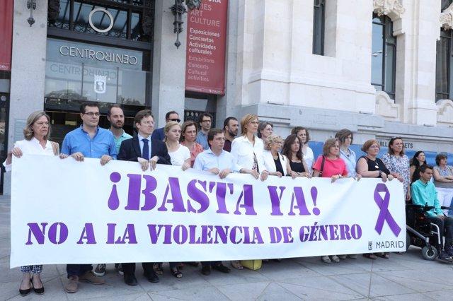 Minuto de silencio en el Ayuntamiento de Madrid por la última muerte machista