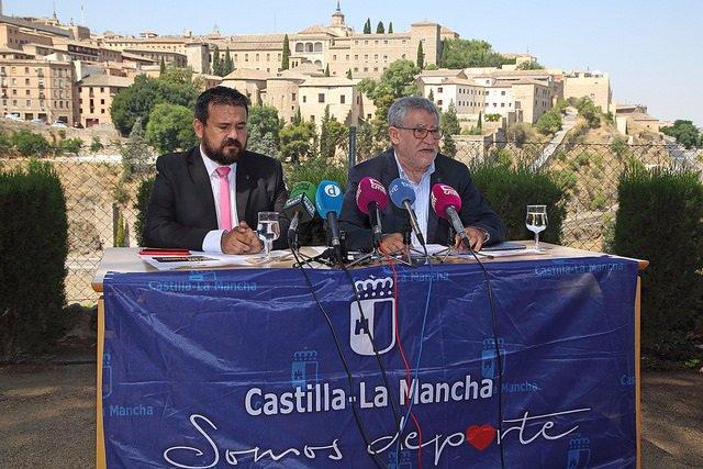 Ángel Felpeto y el director general de Juventud y Deportes, Juan Ramón Amores