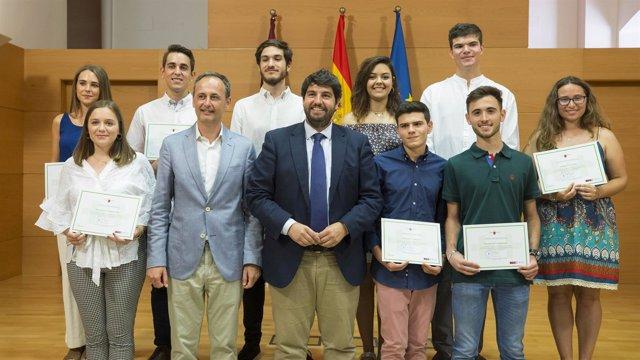 Fernando López Miras Con Los Alumnos Con Mejor Calificación En La EBAU