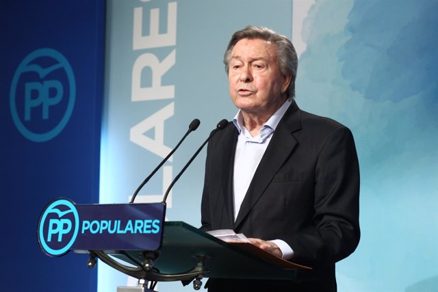 Luis de Grandes da una rueda de prensa sobre el Congreso del PP