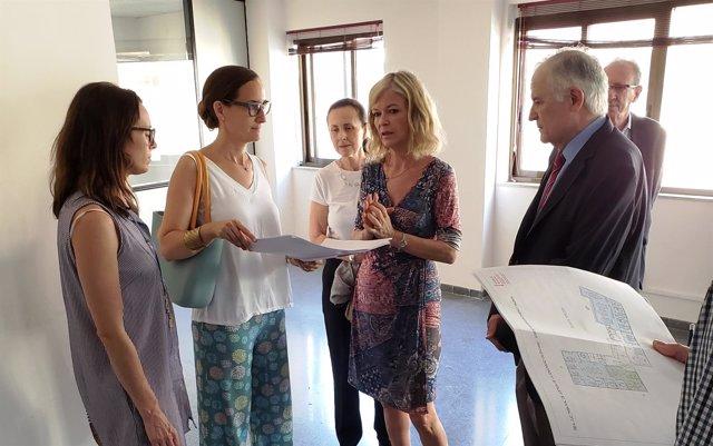 Bravo muestra a los responsables del TSJCV la sede provisional del Alto Tribunal
