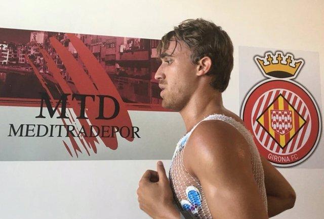 El jugador del Girona FC Marc Muniesa pasa revisión médica de pretemporada