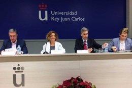 El vicerrector de la URJC David Ortega y la ministra Meritxell Batet