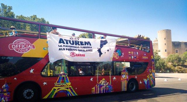 Acción de Arran en un bus turístico de Palma
