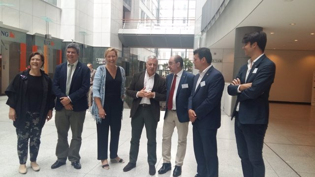 Lambán, junto a José Blanco y otras autoridades hoy en Bruselas