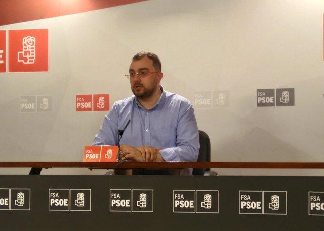 El secretario general de la FSA-PSOE, Adrián Barbón