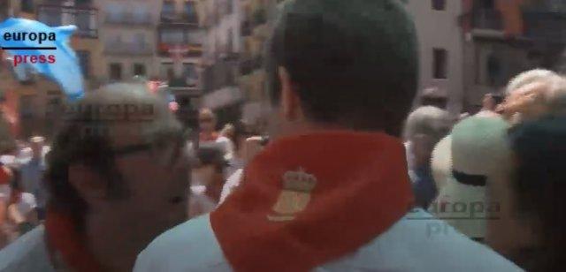 Pablo Casado es increpado en la plaza Consistorial de Pamplona