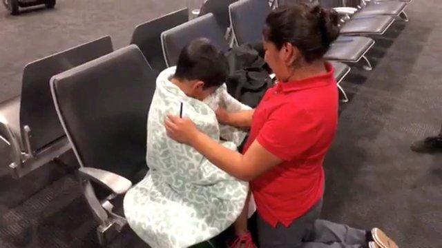 Una madre y su hijo inmigrante reunidos en Baltimore