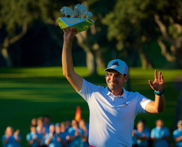Sergío García levanta el trofeo del Andalucía Valderrama Masters
