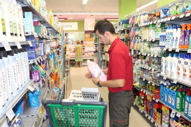 Trabajador en un supermercado