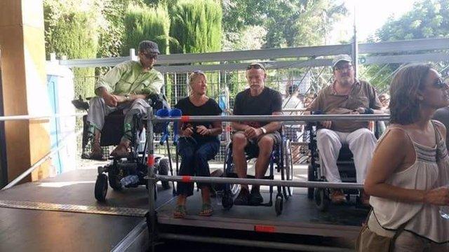Plataforma en el escenario para personas con discapacidad