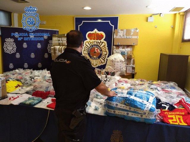 Material falsificado para venta en Sanfermines intervenido por Policía Nacional.