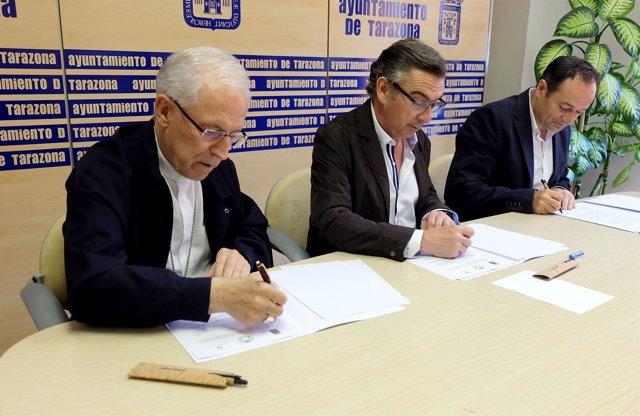 Beamonte, Arrechea y Hernández, firmando el acuerdo este martes en Tarazona
