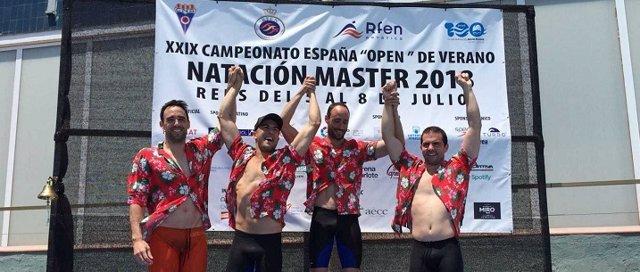 Nadadores Del Getxo Igeriketa Celebran Su Victoria