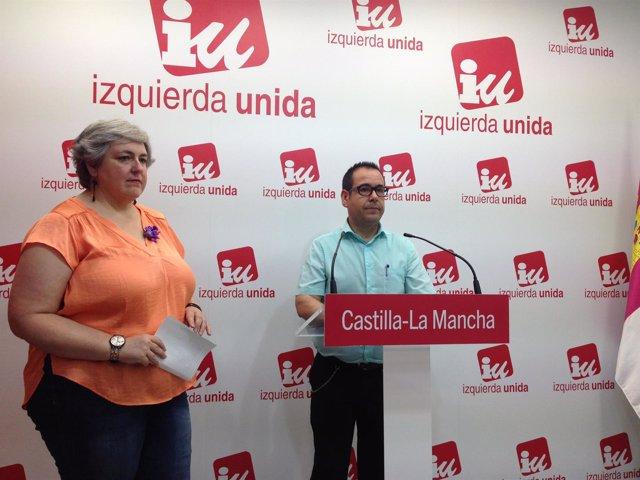 El coordinador regional de IU, Juan Ramón Crespo, en rueda de prensa