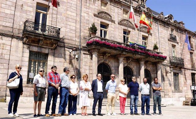 Minuto de silencio  en Torrelavega por los nuevos crímenes de violencia machista