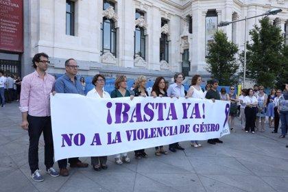 Ayuntamiento vuelve 'a plantar cara' a violencia machista con un minuto de silencio por mujer asesinada en Villalba
