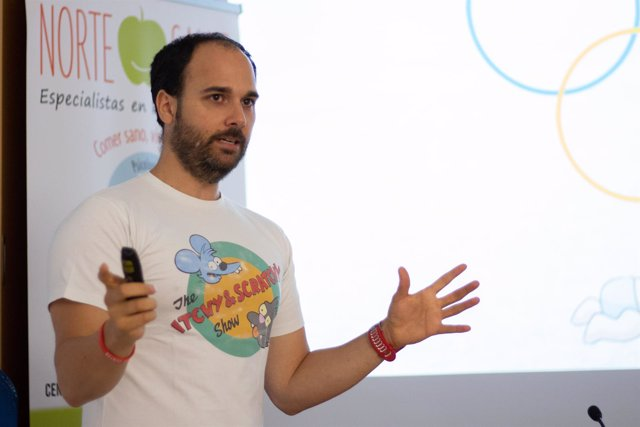 Manuel Soto en los cursos de verano de la UPO