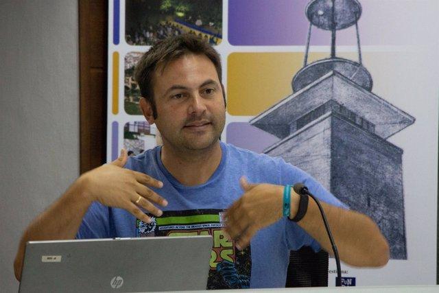 Fidel Pérez en los cursos de verano de la UPO