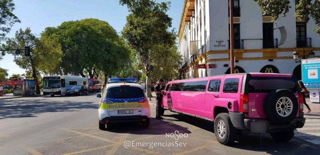 Agentes de la Policía inmovilizan una limusina sin licencia VTC