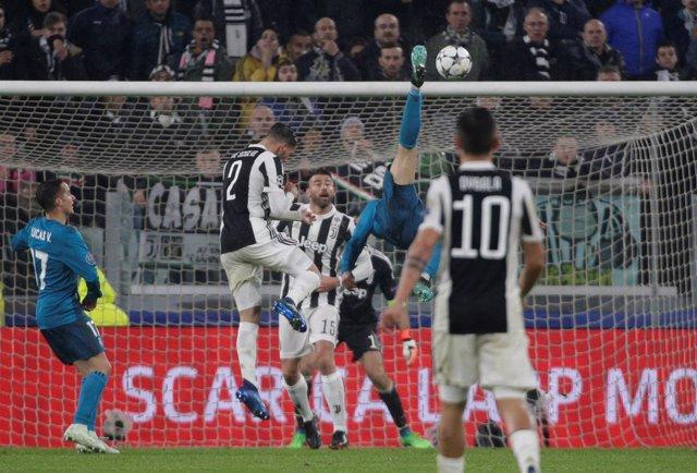Cristiano Ronaldo marca un gol de chilena frente a la Juventus de Turín
