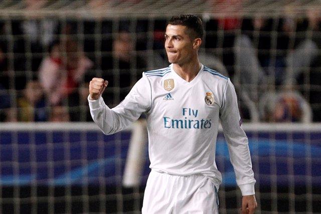 Cristiano Ronaldo celebra sus 100 goles en Europa con el Real Madrid
