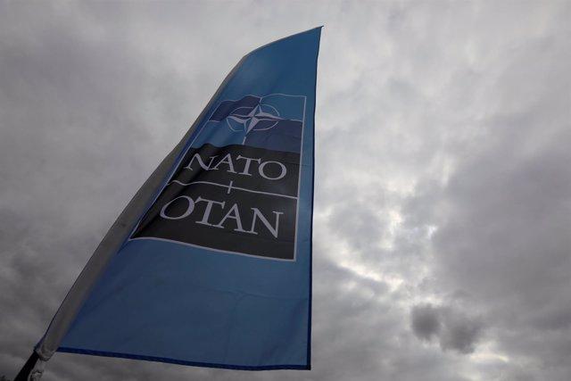 Bandera de la OTAN antes de la cumbre del 11 de julio en Bruselas