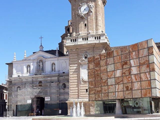 Fachada de la Seo con parte de los andamios ya retirados