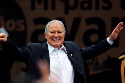 El presidente de El Salvador debe comparecer ante un juez por la supuesta desaparición de un exembajador en 1979