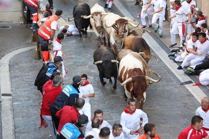 Los toros de Núñez del Cuvillo protagonizan un accidentado quinto encierro de San Fermín con muchas caídas
