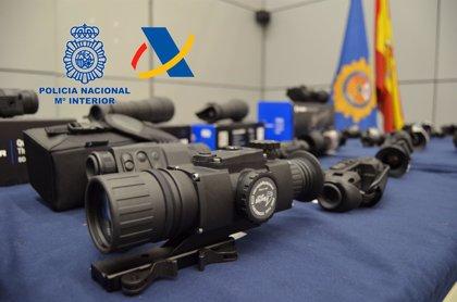 Desarticulada una red de contrabando de visores de armas de fuego con un registro en Badajoz