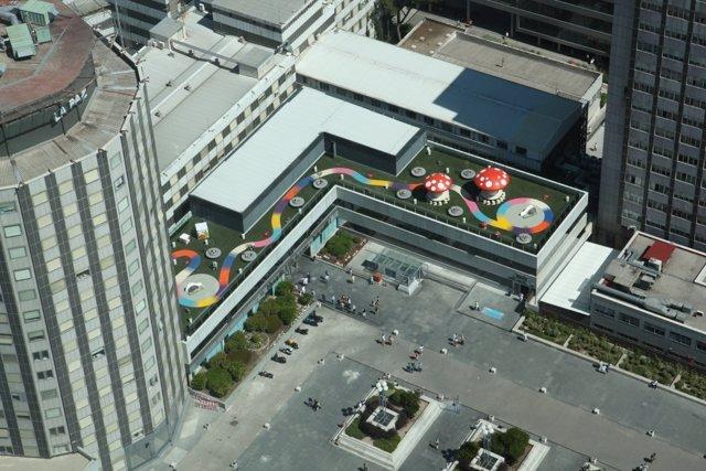 Foto aérea del jardin de la terraza exterior del hospital de La Paz
