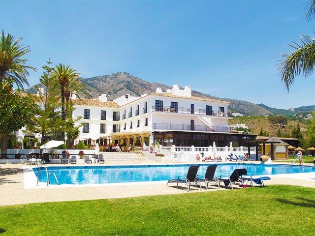 Ilunion hotel hacienda del sol mijas málaga accesibilidad turismo piscina hamaca