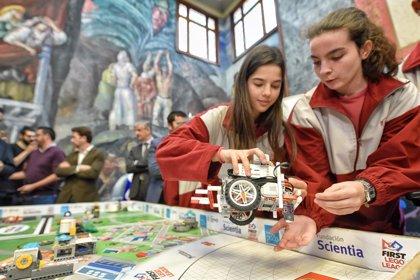 El Cabildo de Tenerife fomenta la robótica entre 380 jóvenes a través de los talleres 'Teen INtech'