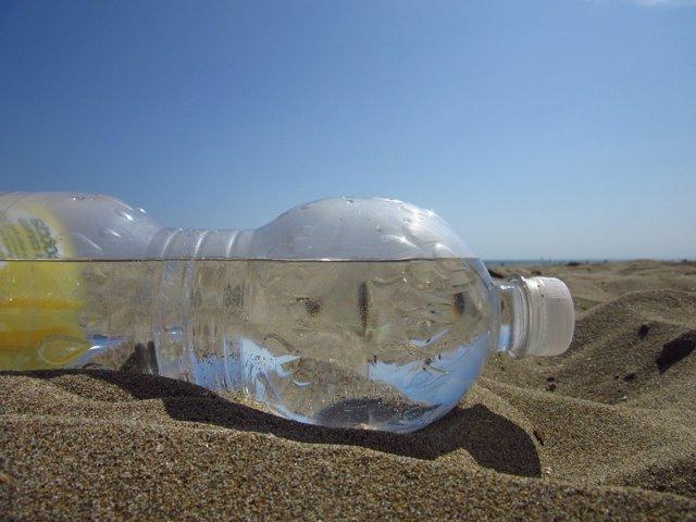botella plastico playa pixabay