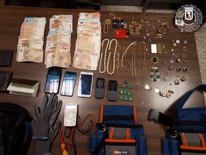 Detenidos tres hombres que robaban en casas de ancianos haciéndose pasar por técnicos de la luz