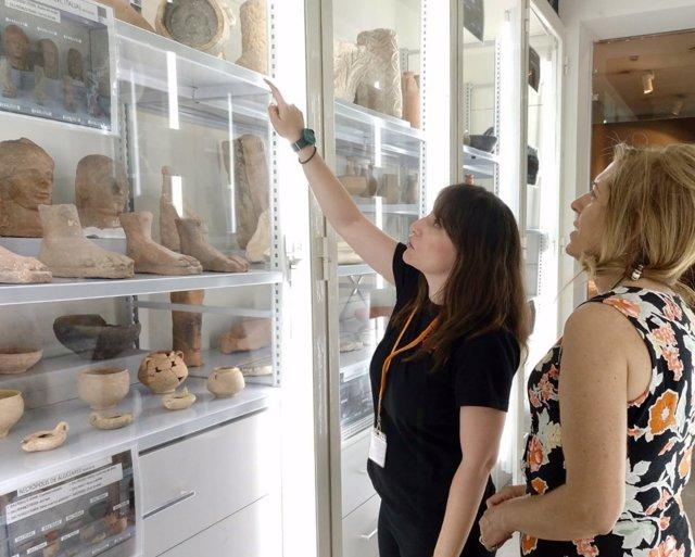 Imagen de una de las visitas al nuevo almacén del Museo Arqueológico de Murcia