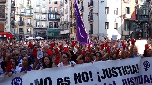 Concentración en Pamplona contra la libertad provisional de 'La Manadada'