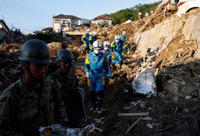 Equipos de rescate en Japón buscan a desaparecidos tras las lluvias