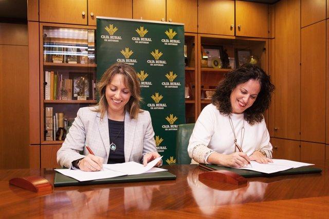 Firma convenio CAR y Caja Rural.