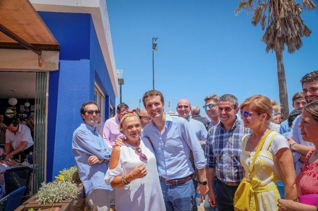 Pablo Casado en Fuengirola con Esperanza Oña y el alcalde de Vejer (Cádiz)