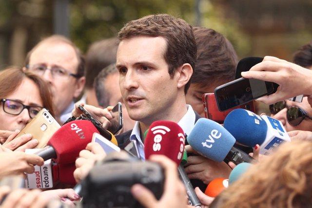 Pablo Casado atiende a los medios tras anunciar su candidatura a liderar el PP