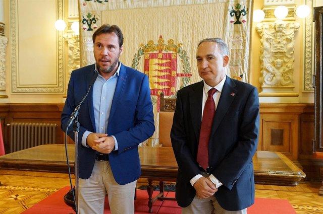 El alcalde de Valladolid (izq) y el rector de la UVA, tras la reunión. 11-7-2018