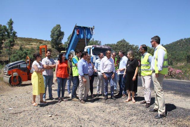 Diputación mejora el firme de la carretera que une Almonaster y Valdelamusa.