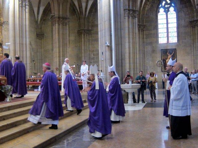 El obispo de San Sebastián, Ignacio Munilla, en el funeral.