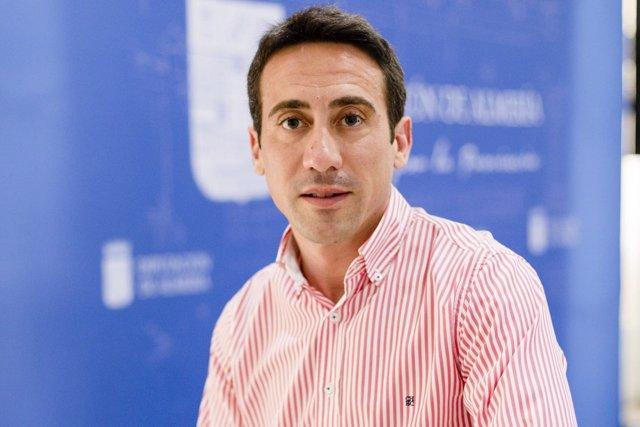 El diputado Óscar Liria responde a las críticas del PSOE por el plan de caminos.